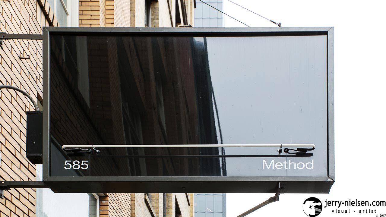 Method sign, outside hanging up